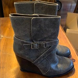 Brown low boot with wedge heel